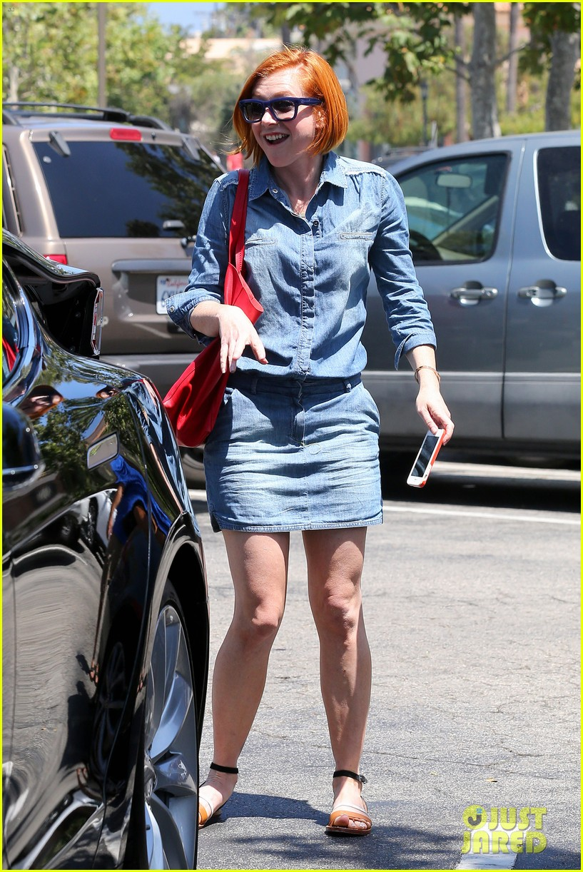 alyson hannigan debuts new bright red short hair 033149750