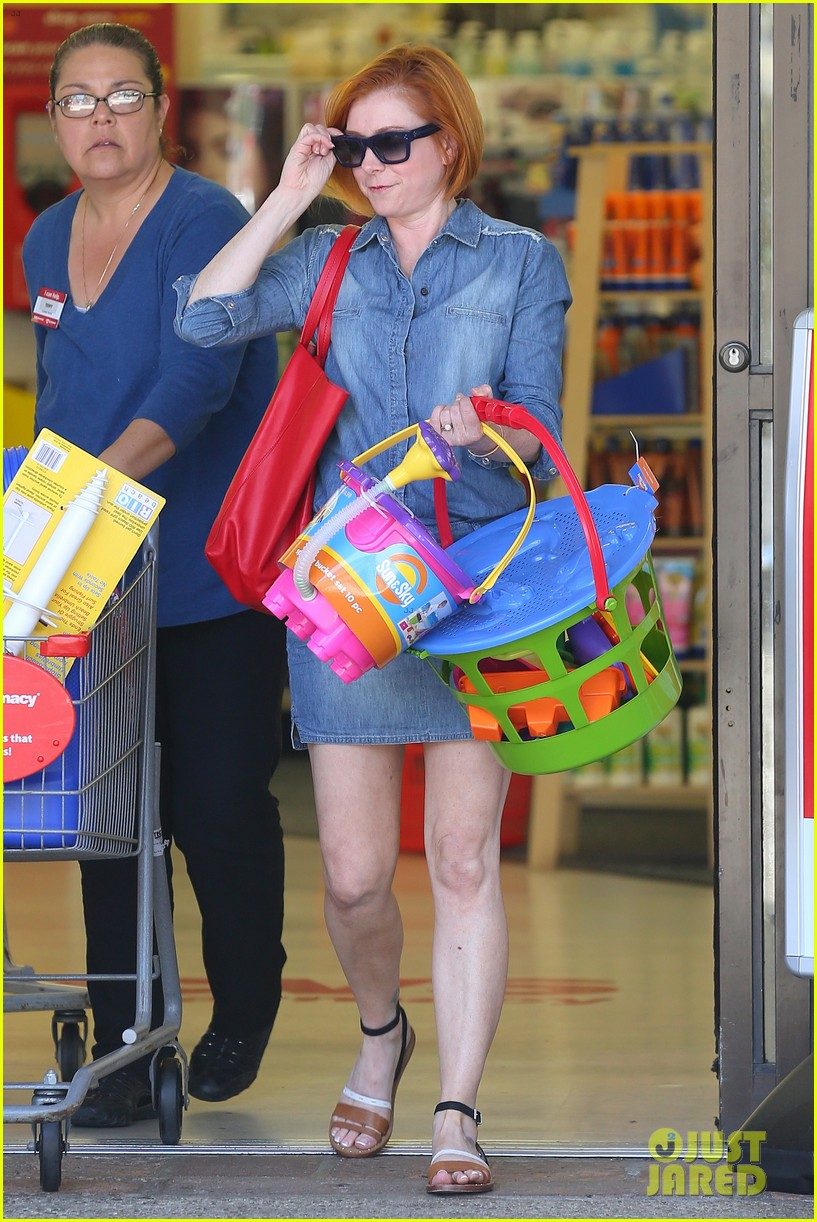 alyson hannigan debuts new bright red short hair 053149752