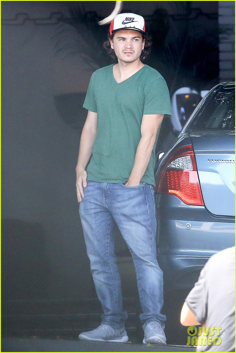 emile hirsch spends his day hanging out at chateau marmont 08