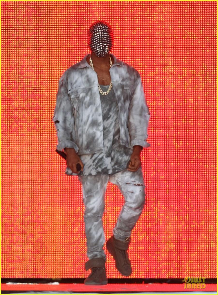 kanye west sports flashy mask wireless festival 09