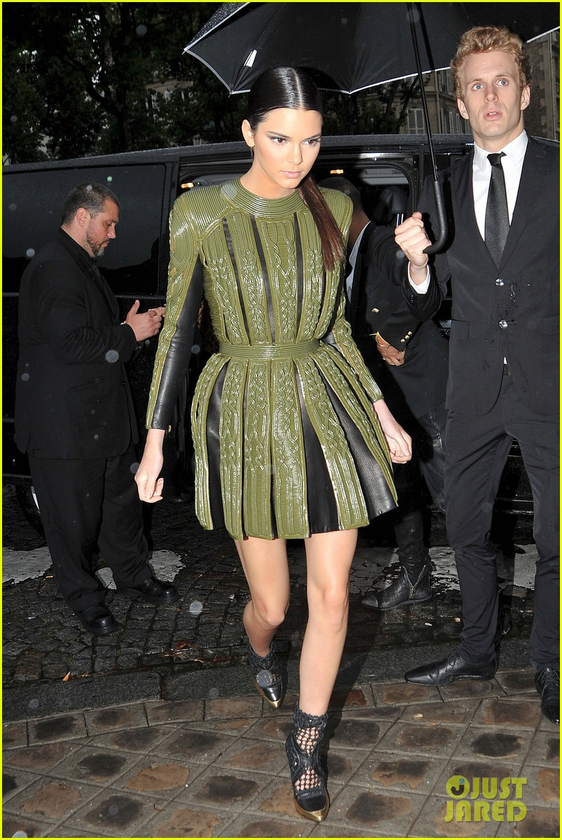 kim kardashian kendall jenner balmain paris fashion week 013152444