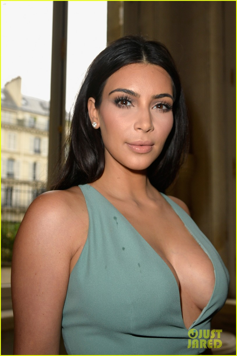 kim kardashian displays lots of cleavage for valentino fashion show 02