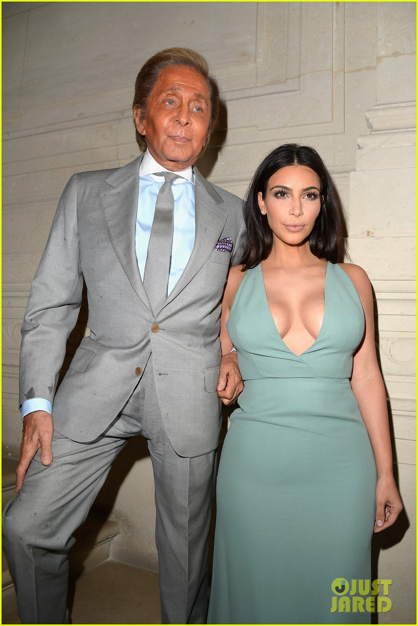 kim kardashian displays lots of cleavage for valentino fashion show 103152335