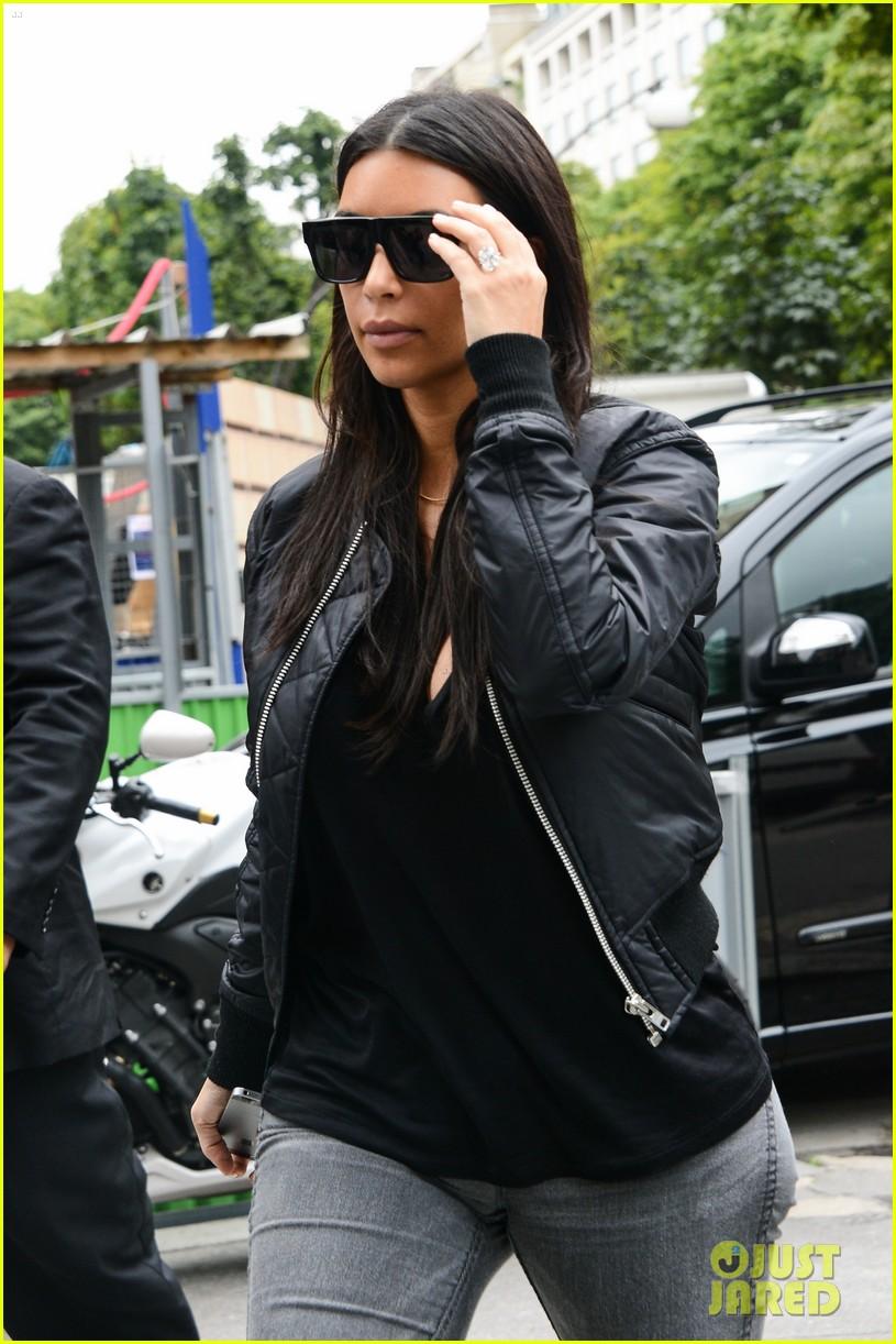 kim kardashian displays lots of cleavage for valentino fashion show 30
