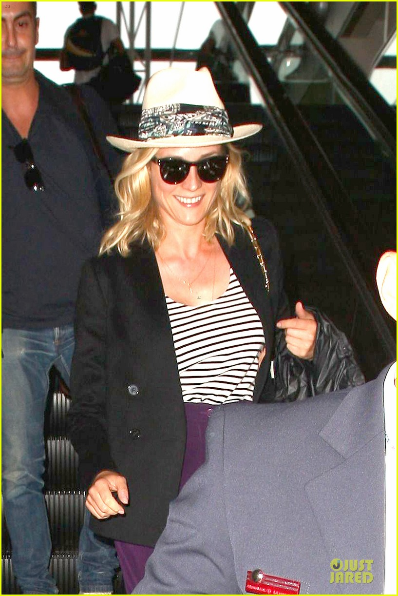 diane kruger wears purple pants at lax airport 04