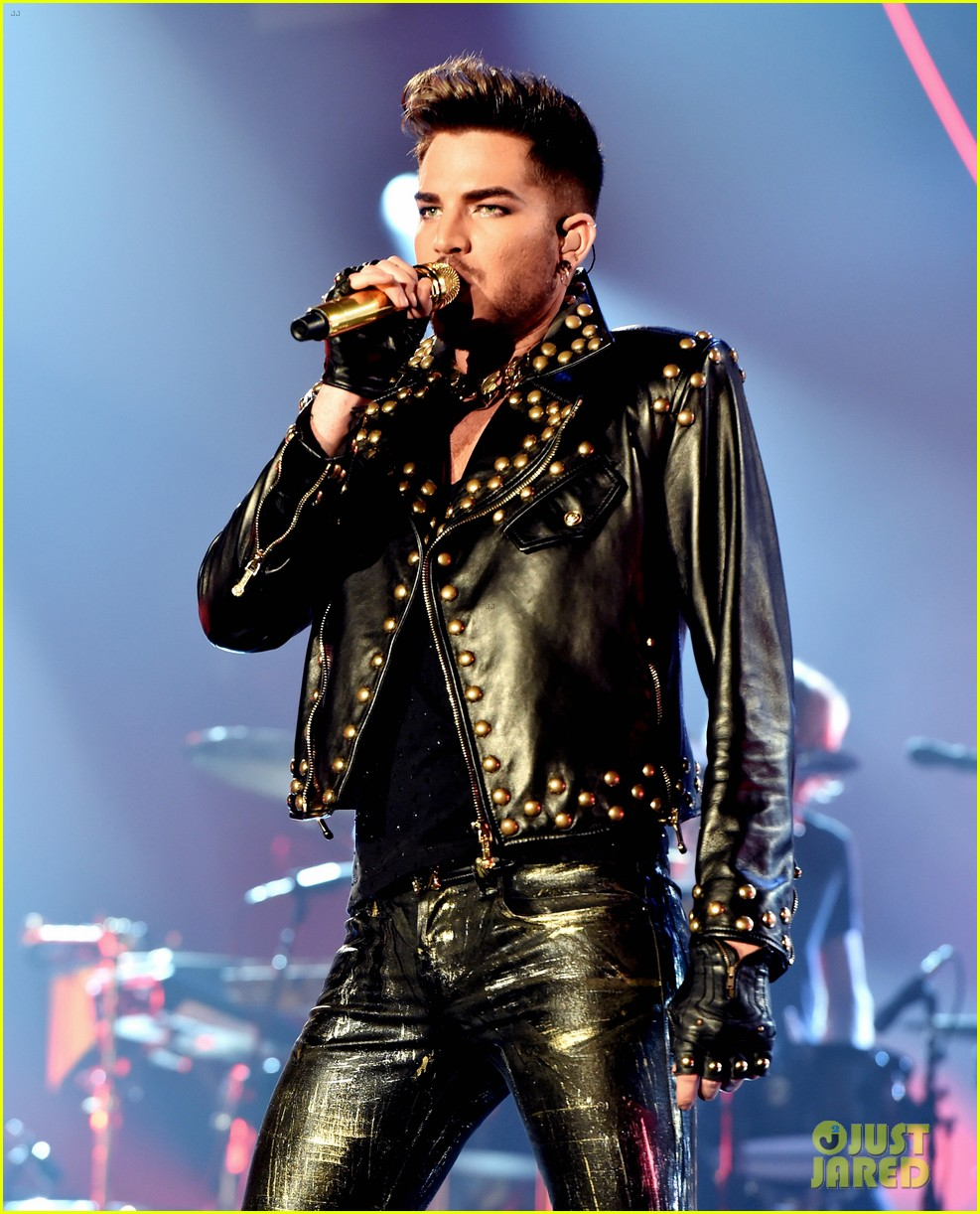 adam lambert grabs a health lunch before queen concert 093149430
