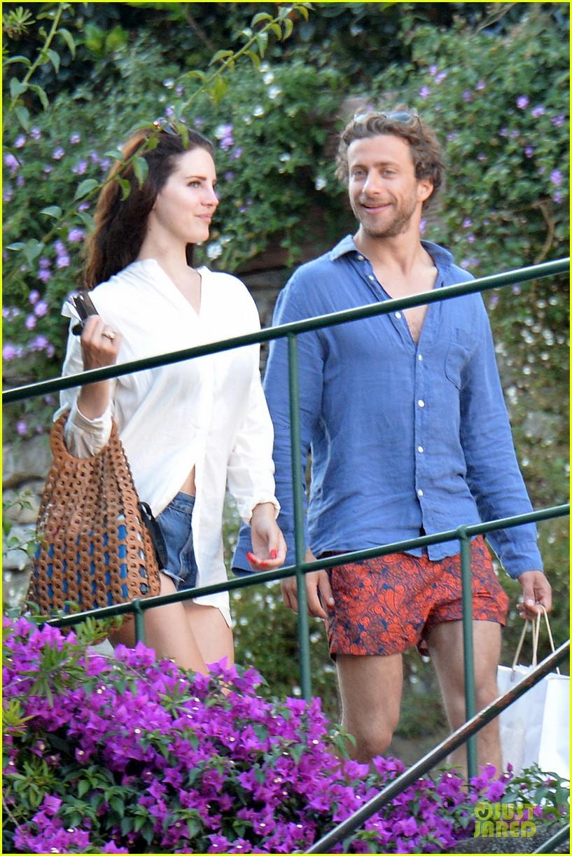 lana del rey steps out with new boyfriend francesco carrozzini 06