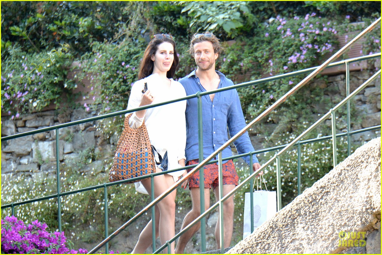 lana del rey steps out with new boyfriend francesco carrozzini 093148179