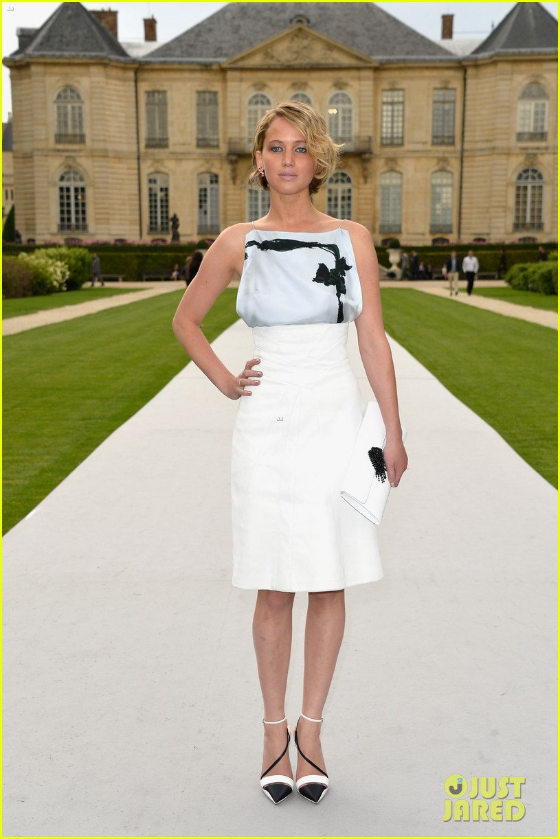 jennifer lawrence emma watson christian dior fashion show 09