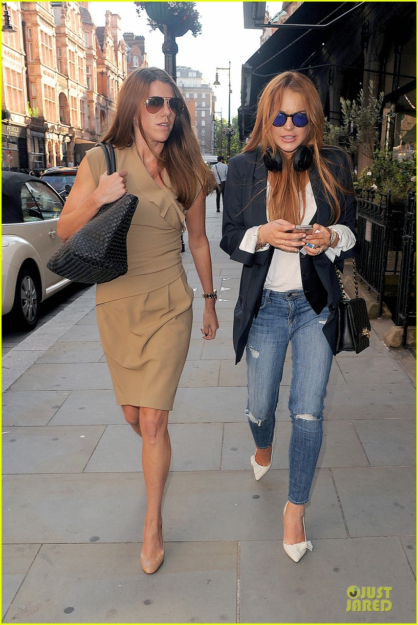 lindsay lohan comes back to london after week in nyc 12
