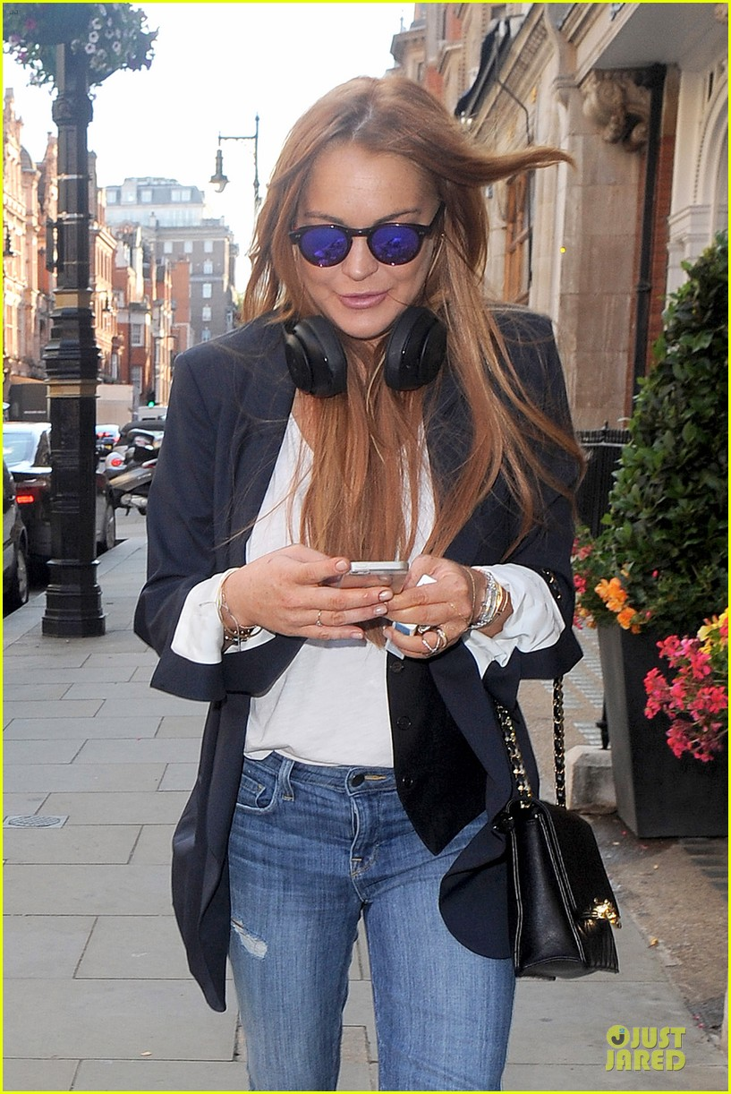 lindsay lohan comes back to london after week in nyc 13