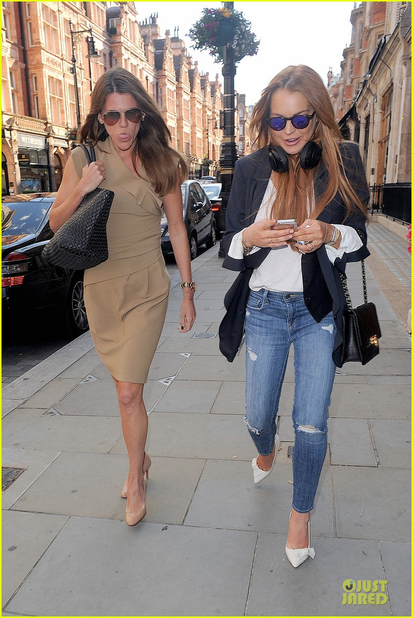 lindsay lohan comes back to london after week in nyc 16