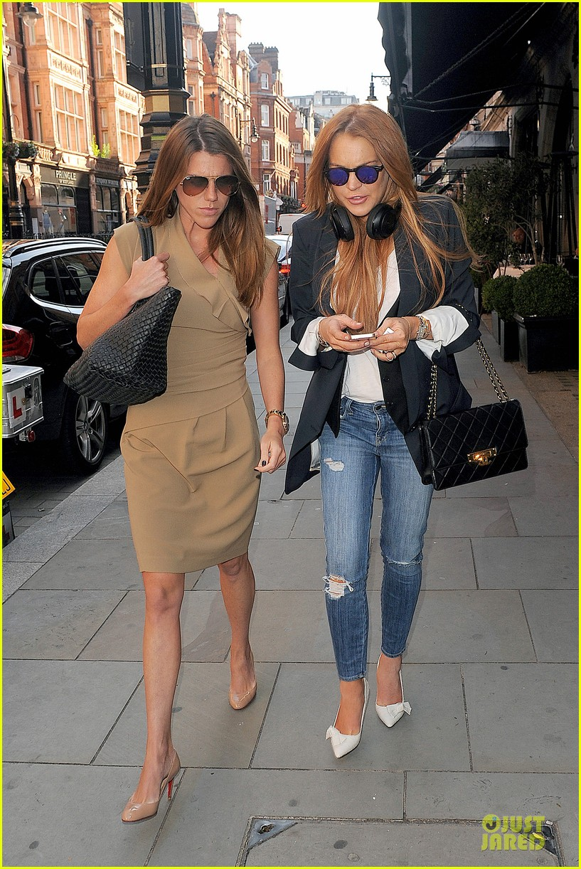 lindsay lohan comes back to london after week in nyc 18