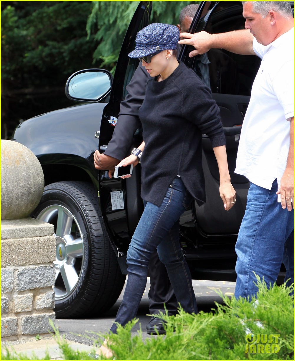 jennifer lopez keeps all her hair up under her hat 033148408