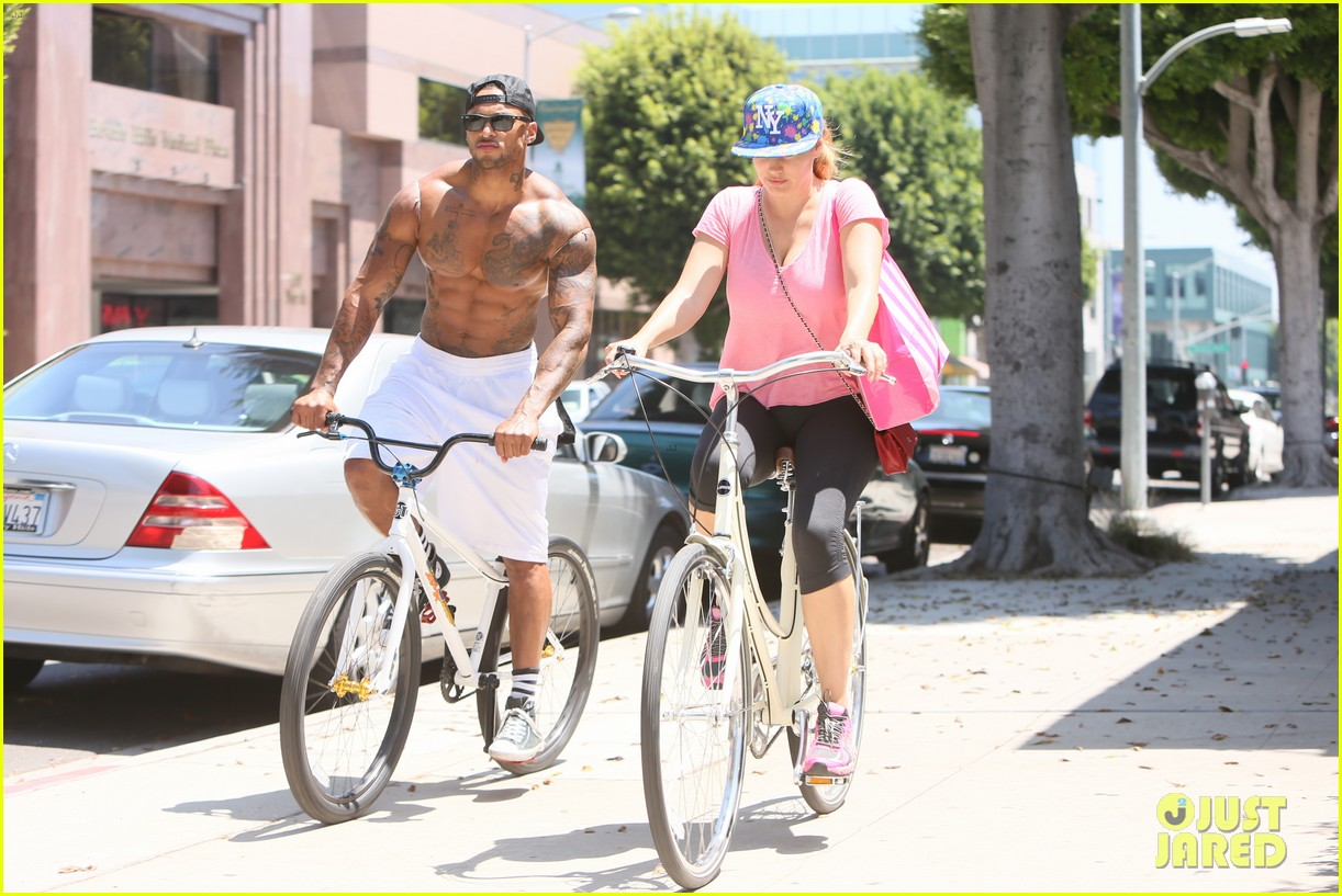 kelly brook fiance david mcintosh should always go shirtless 27