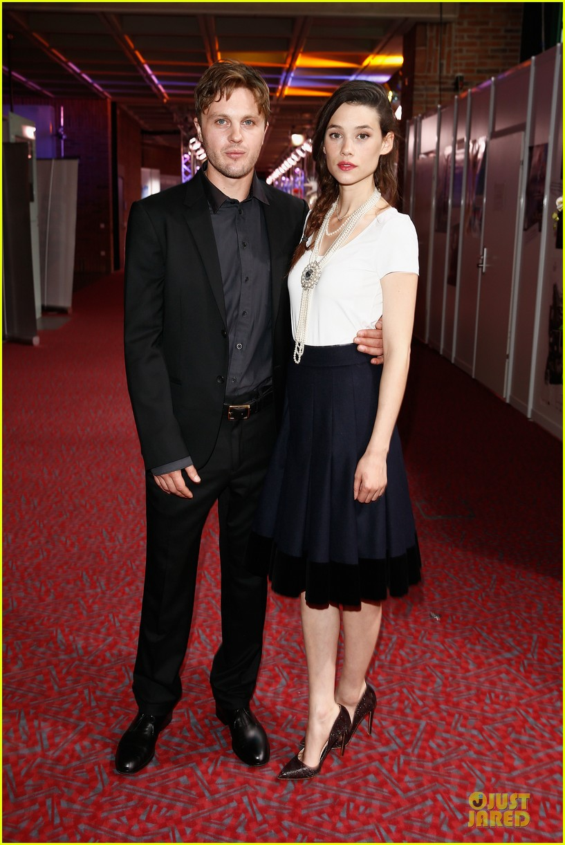 michael pitt astrid berges frisbey bring i origins to countries 033150295