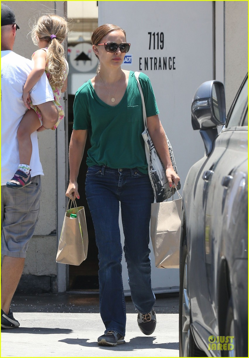 natalie portman goes green healthy at m cafe 033151170