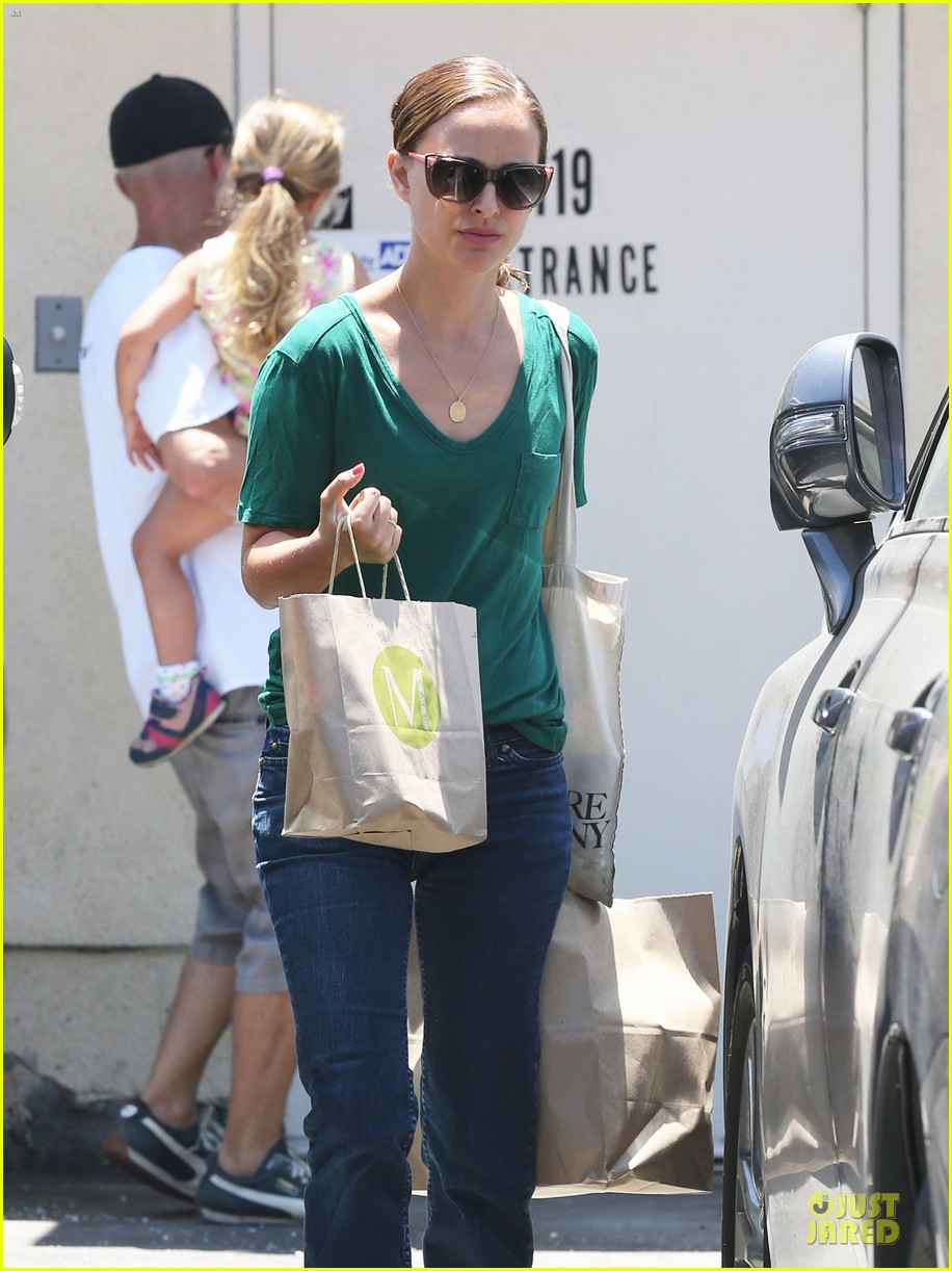 natalie portman goes green healthy at m cafe 043151171