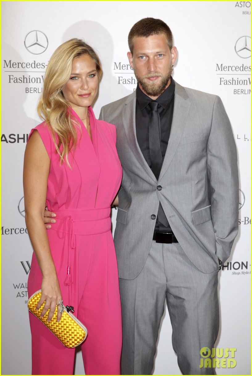 bar refaeli brings brother dor to laurel fashion show 093153161
