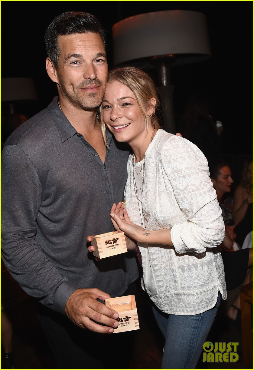 leann rimes eddie cibrian are the happiest couple at ray donovan 05
