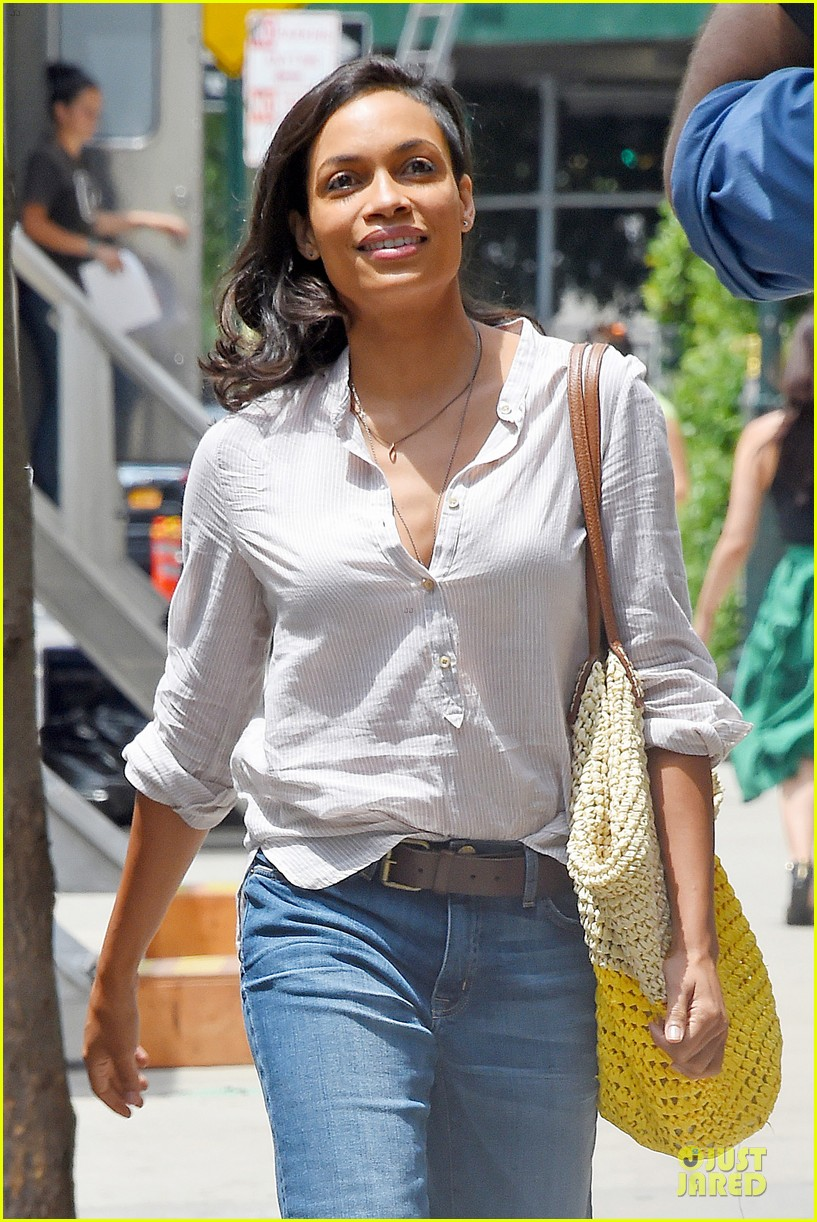rosario dawson happy to be finally famous 04