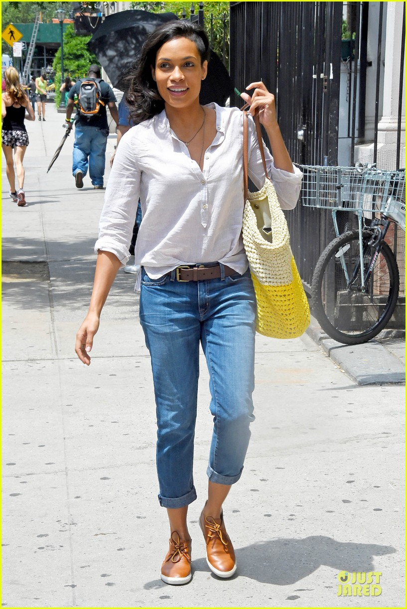 rosario dawson happy to be finally famous 07