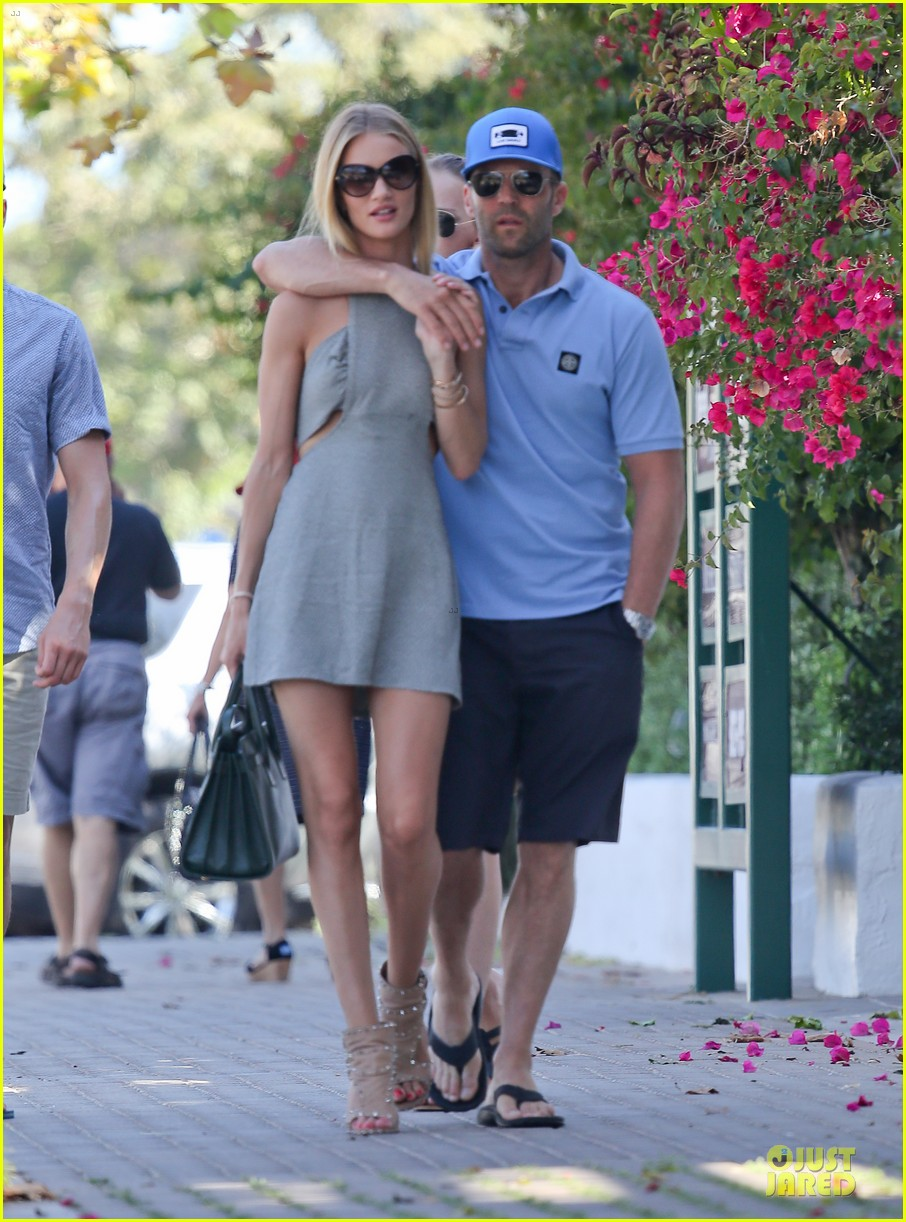 rosie huntington whiteley jason statham cant keep hands off each other 13