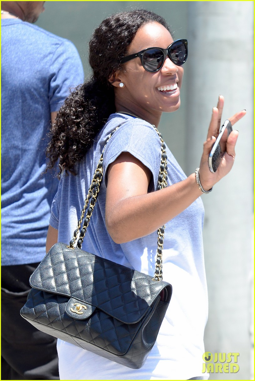 kelly rowland displays her bare baby bump during gym workout 04