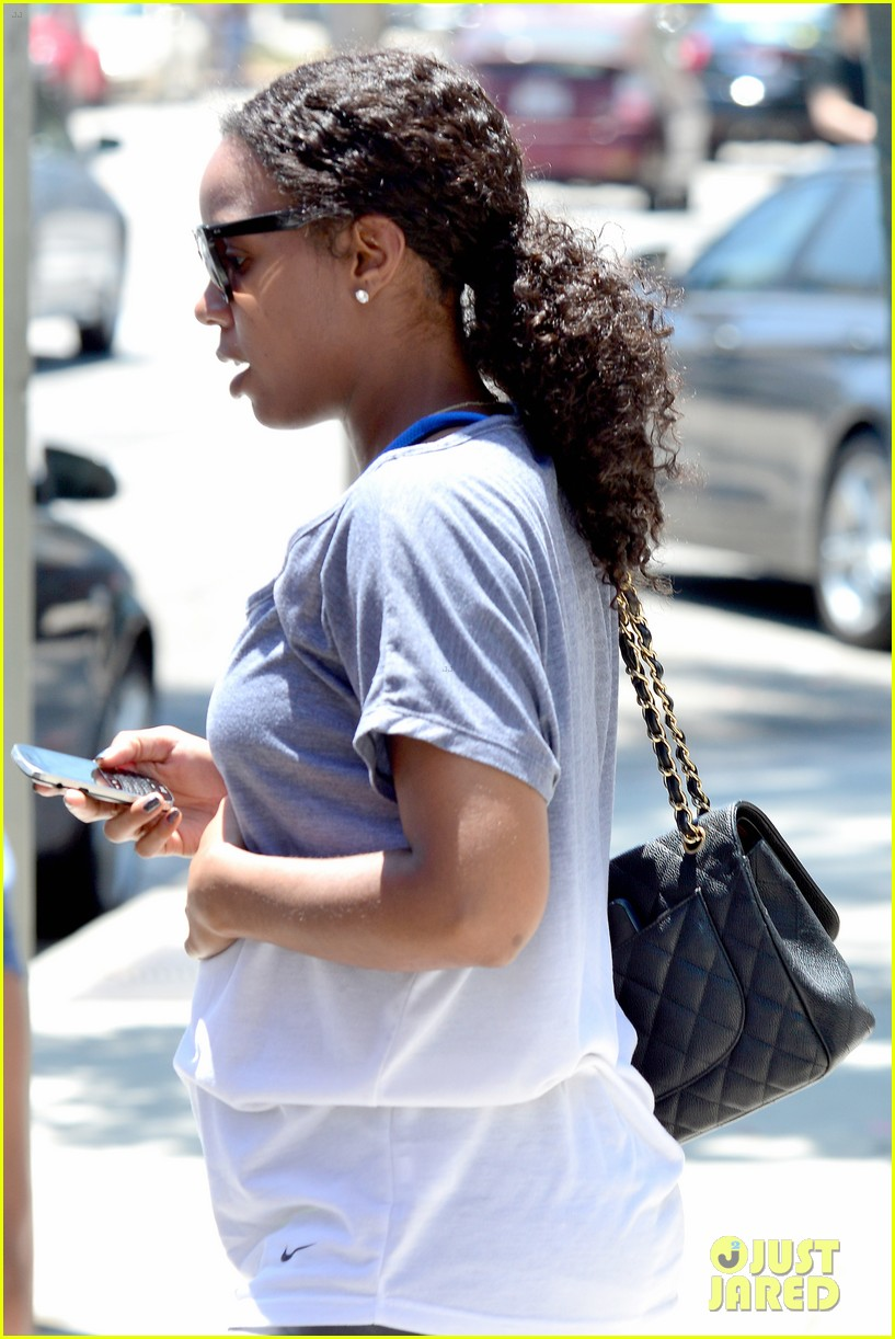 kelly rowland displays her bare baby bump during gym workout 06