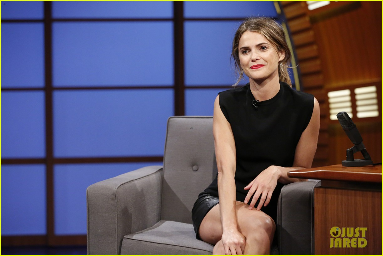 keri russell promotes dawn of the planets of the apes on late night 04