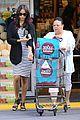zoe saldana fills up on groceries 01