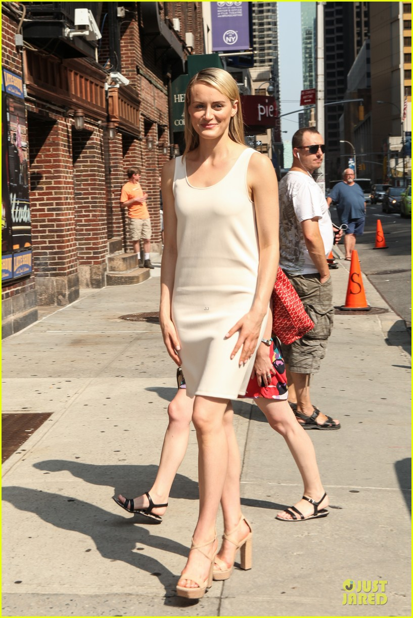 taylor schilling such a sweetheart at letterman 15