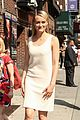 taylor schilling such a sweetheart at letterman 14