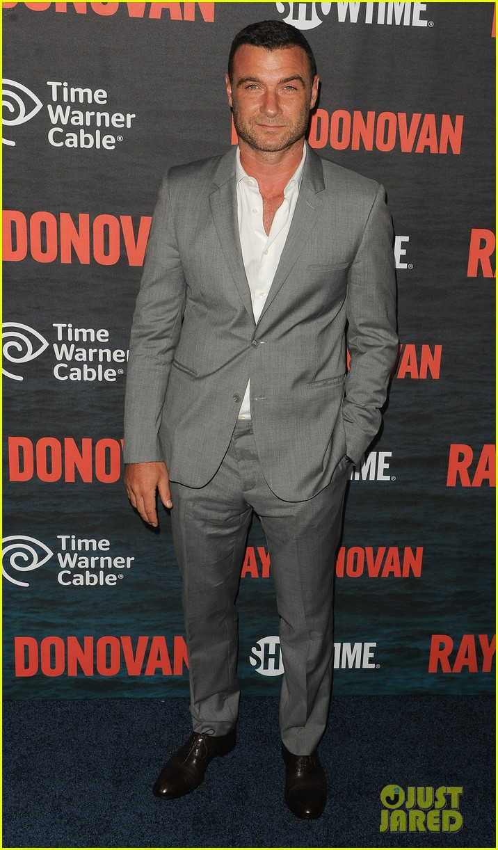 liev schreiber suits up for ray donovan season 2 premiere 07