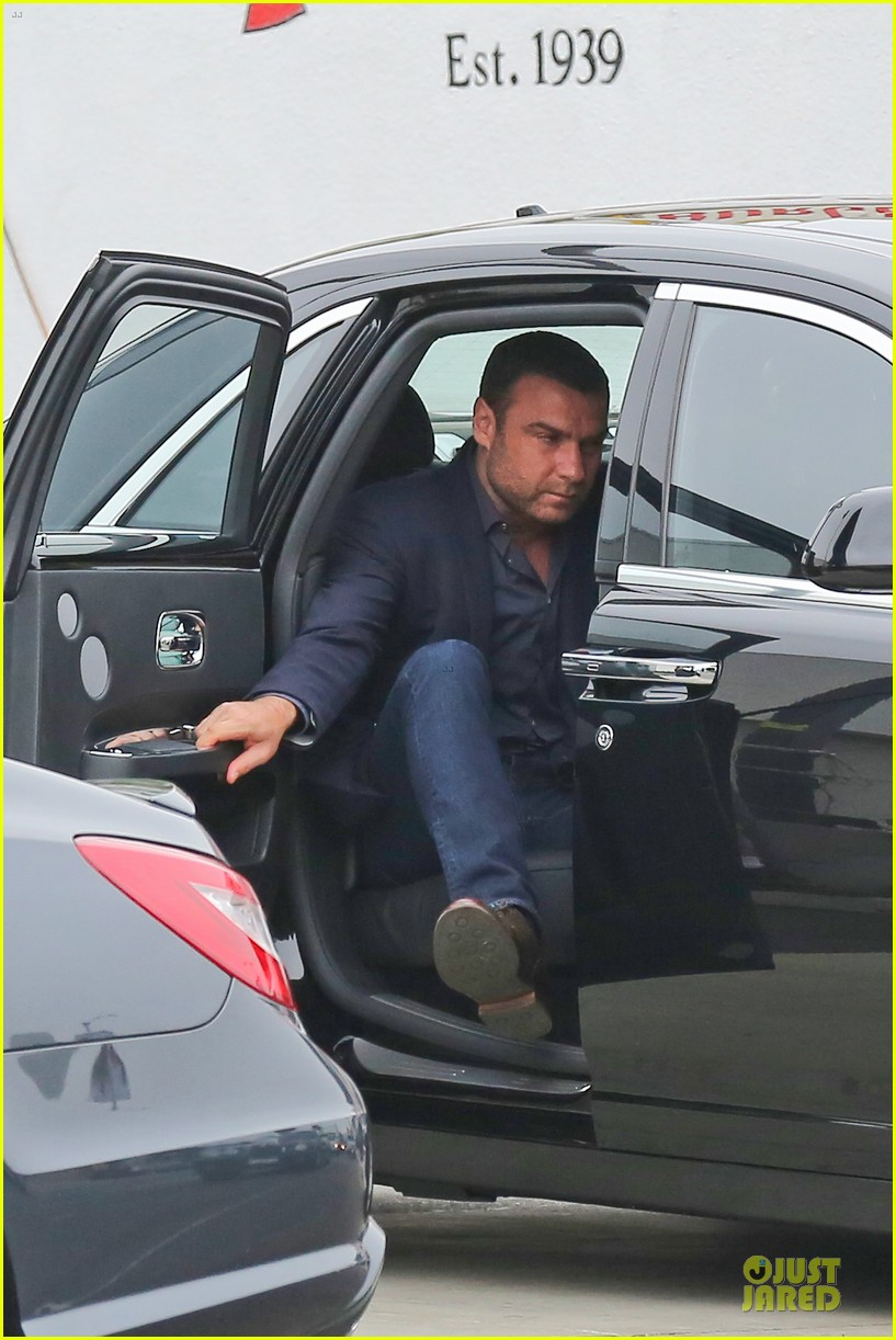liev schreiber always looks suave for ray donovan 04