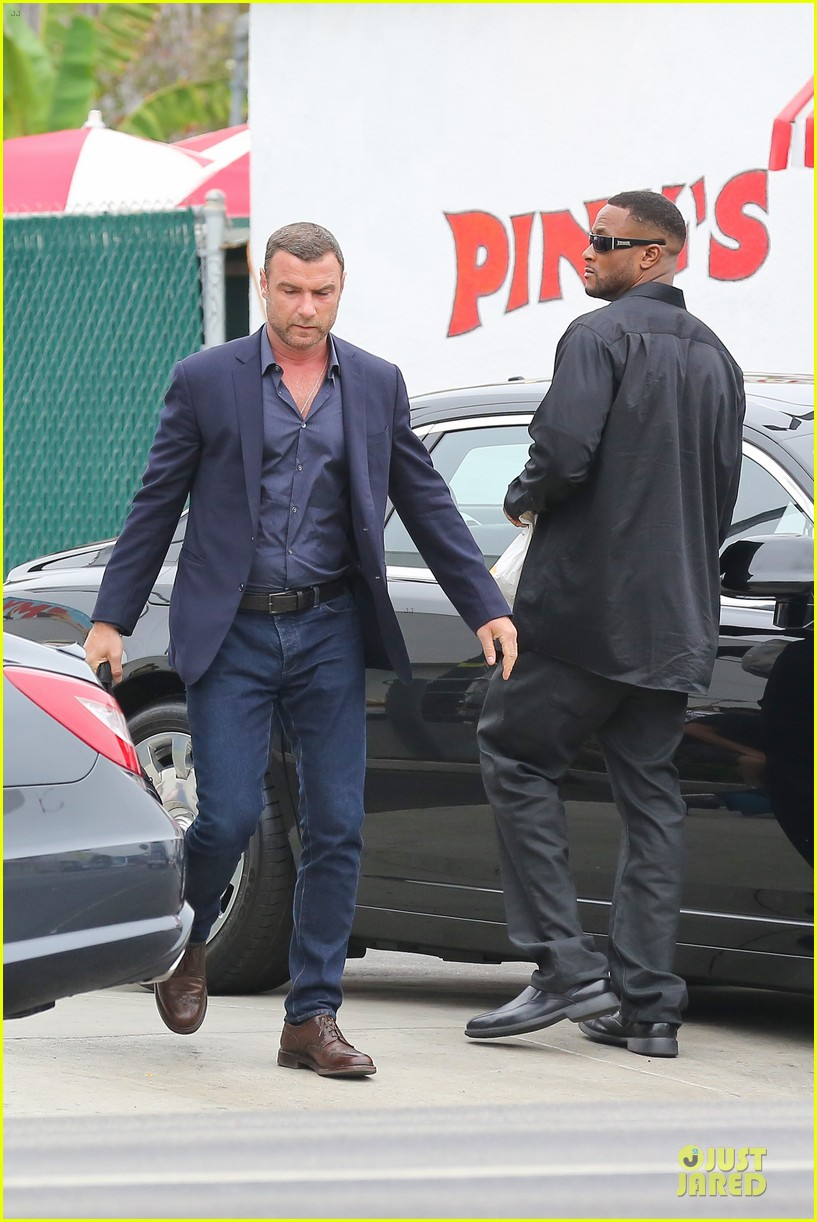 liev schreiber always looks suave for ray donovan 09