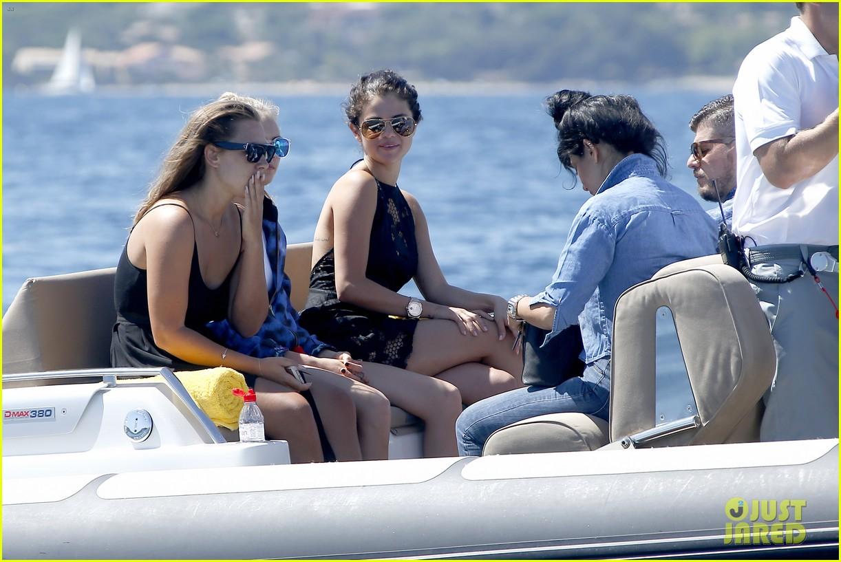 selena gomez cara delevingne boat ride tommaso chiabra 07