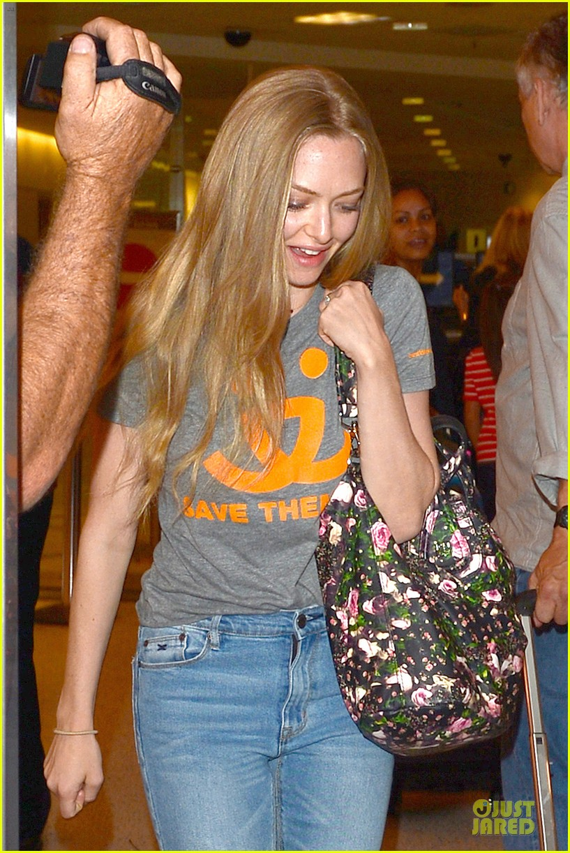 amanda seyfried not shy to rap to 5ive its all over 04