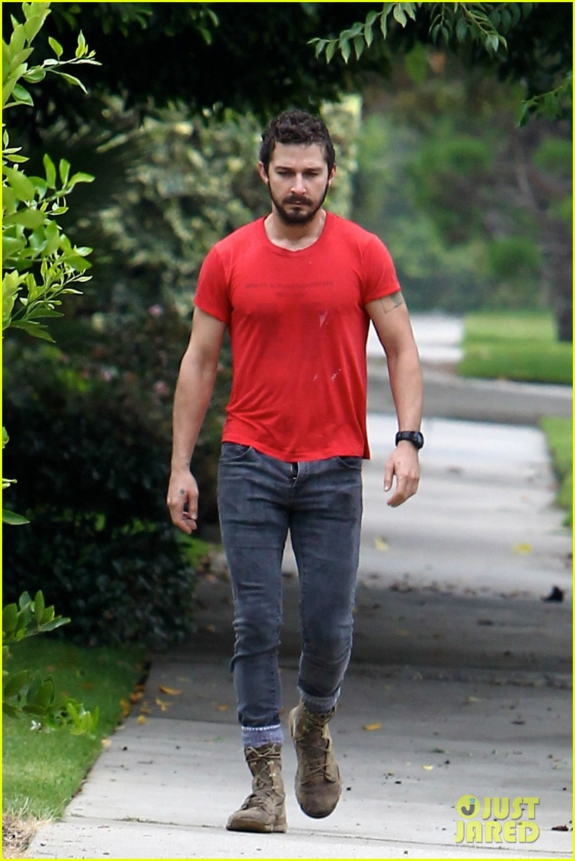 shia labeouf forgets to zip his fly 07