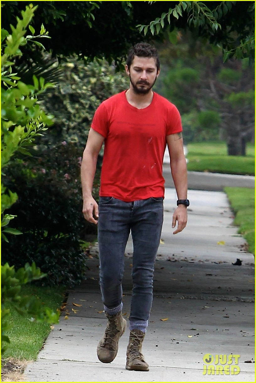 shia labeouf forgets to zip his fly 12