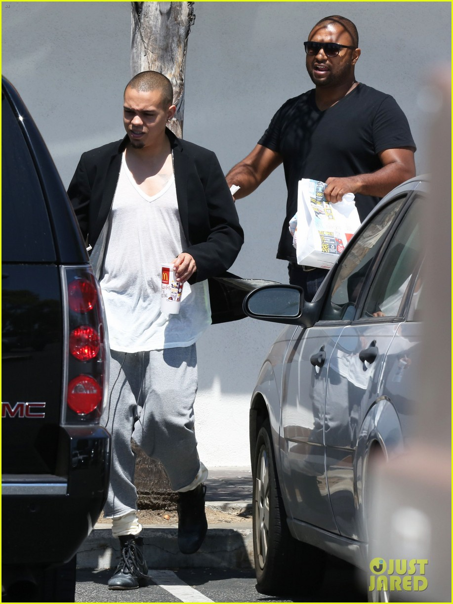 ashlee simpson evan ross arrive for jessicas wedding 093149410