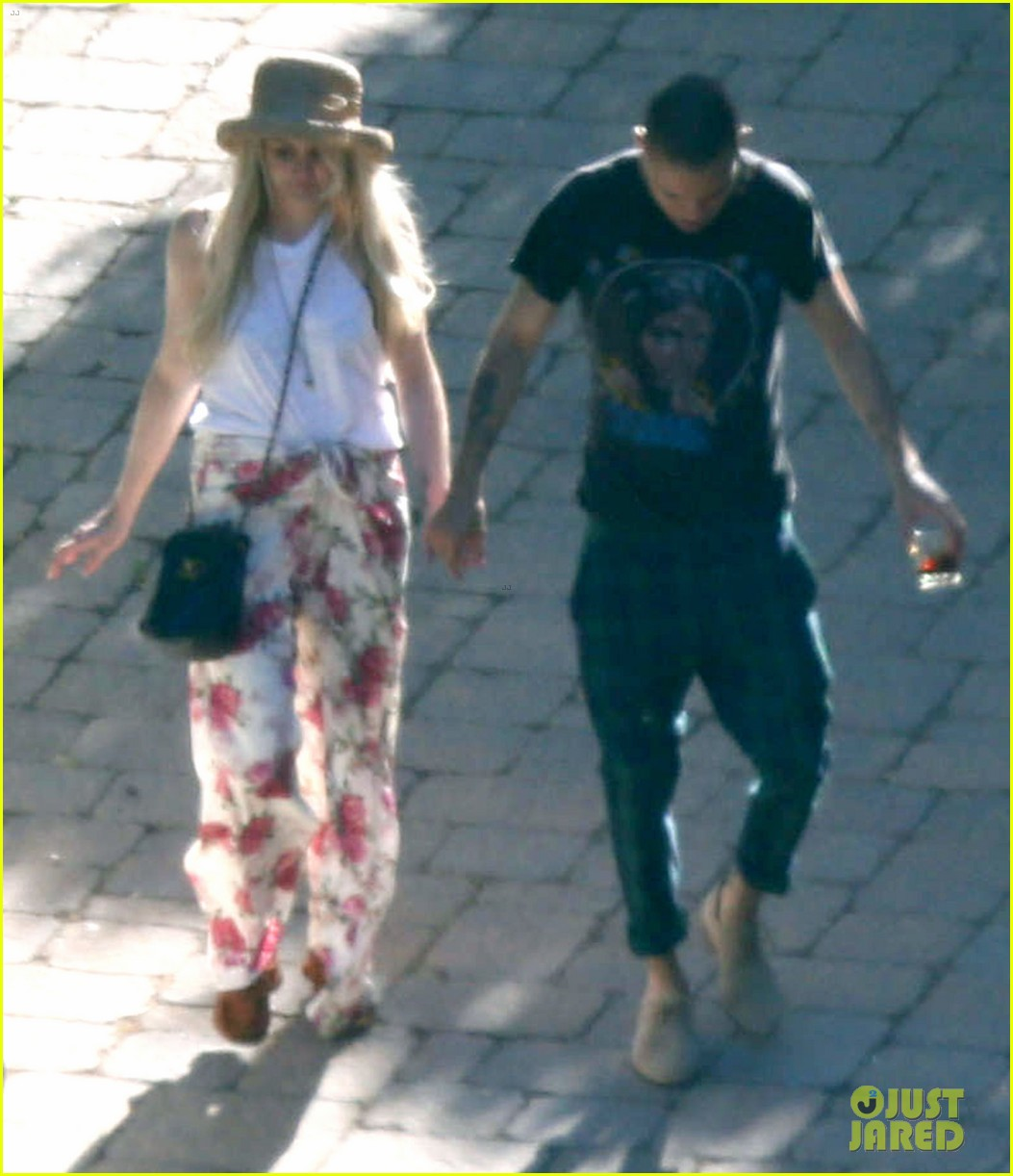 ashlee simpson evan ross arrive for jessicas wedding 20