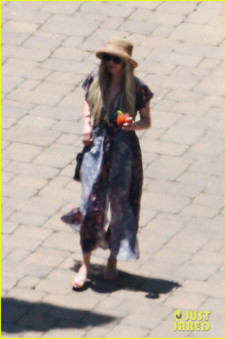 ashlee simpson hits the pool before jessicas wedding 083149710