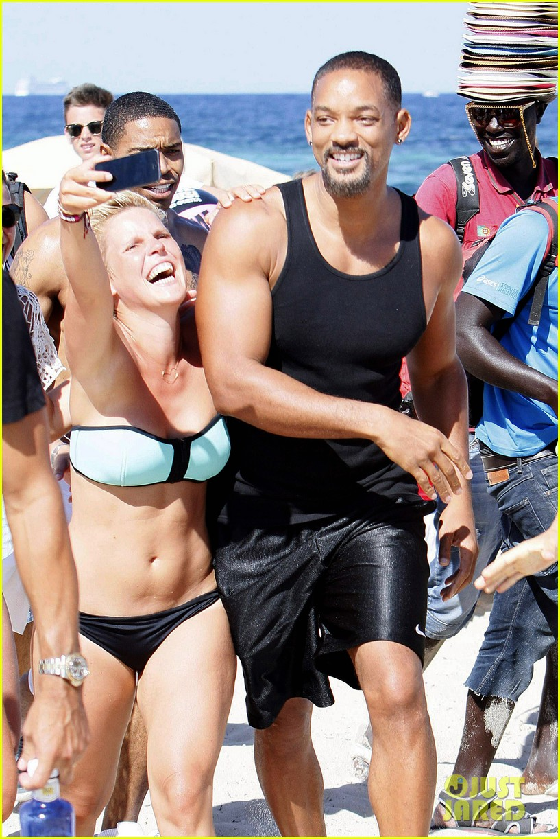 will smith soaks up the attention at the beach 01