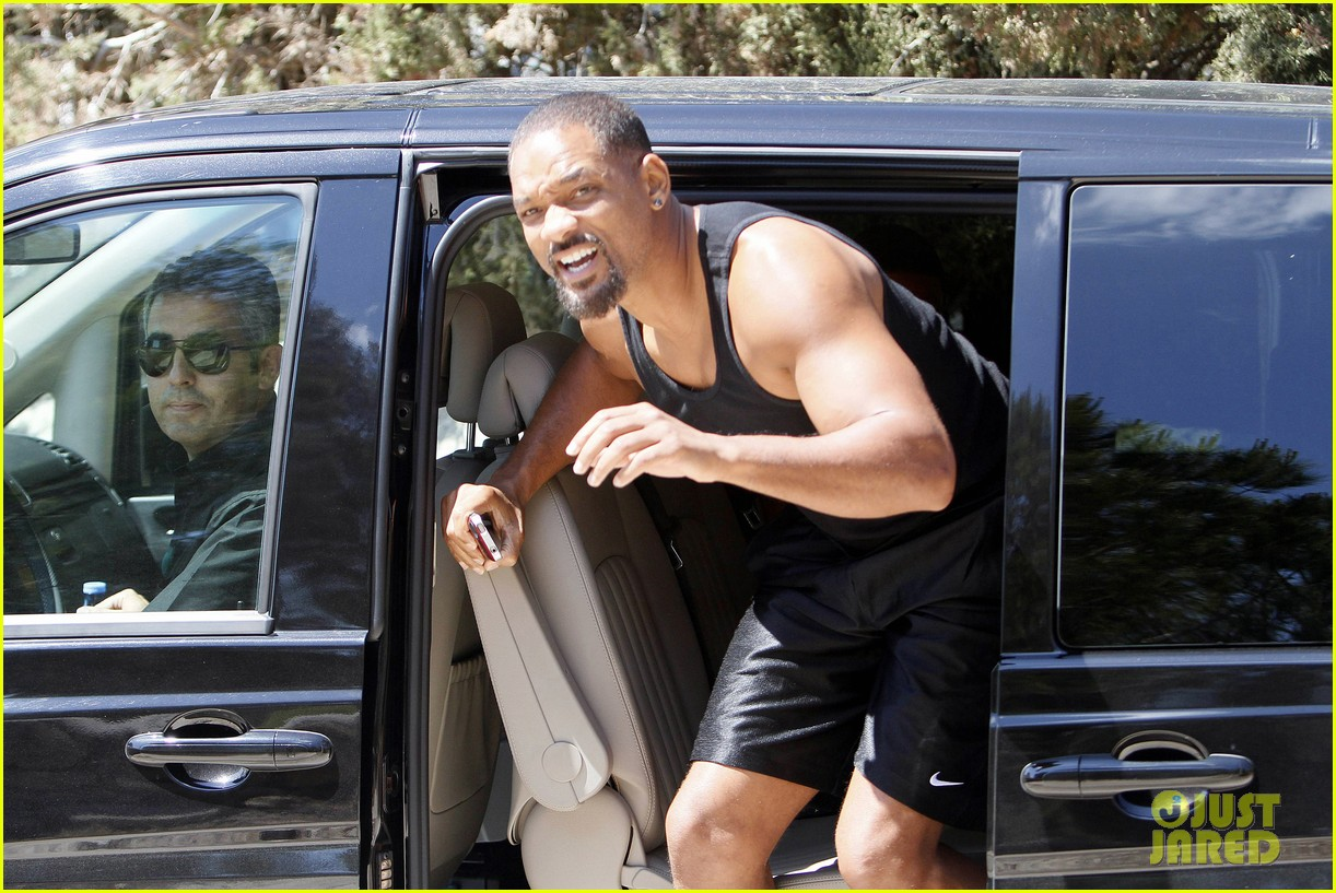 will smith soaks up the attention at the beach 03