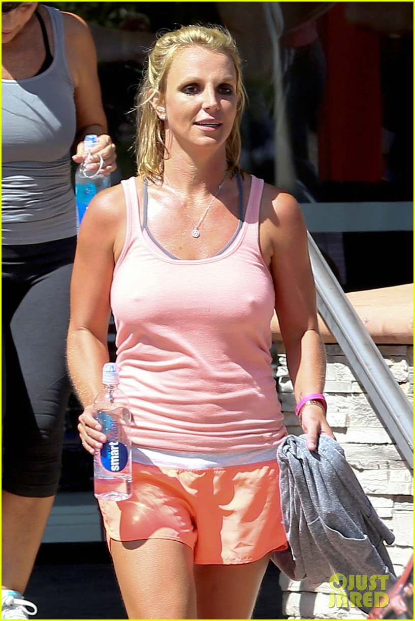 Full Sized Photo Of Britney Spears Dines Dashes But