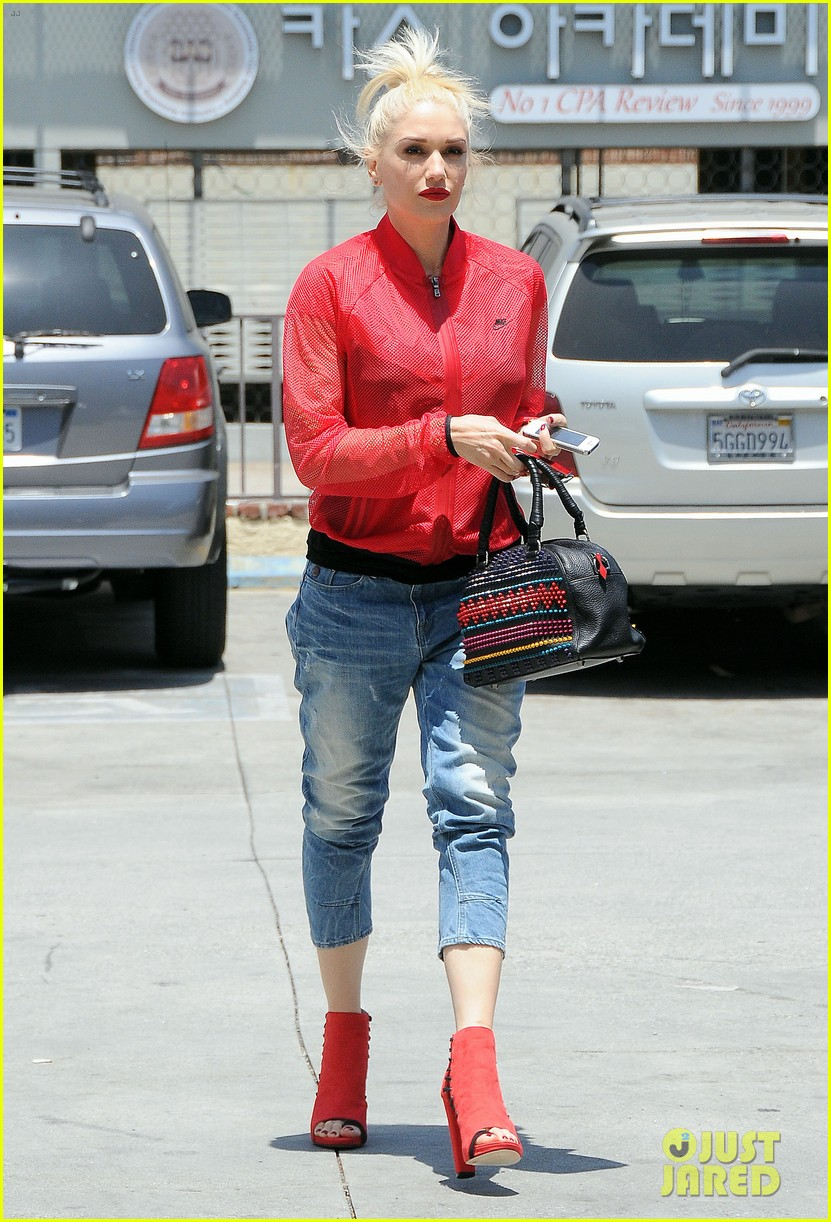 gwen stefani takes her red hot heels for a ride 08