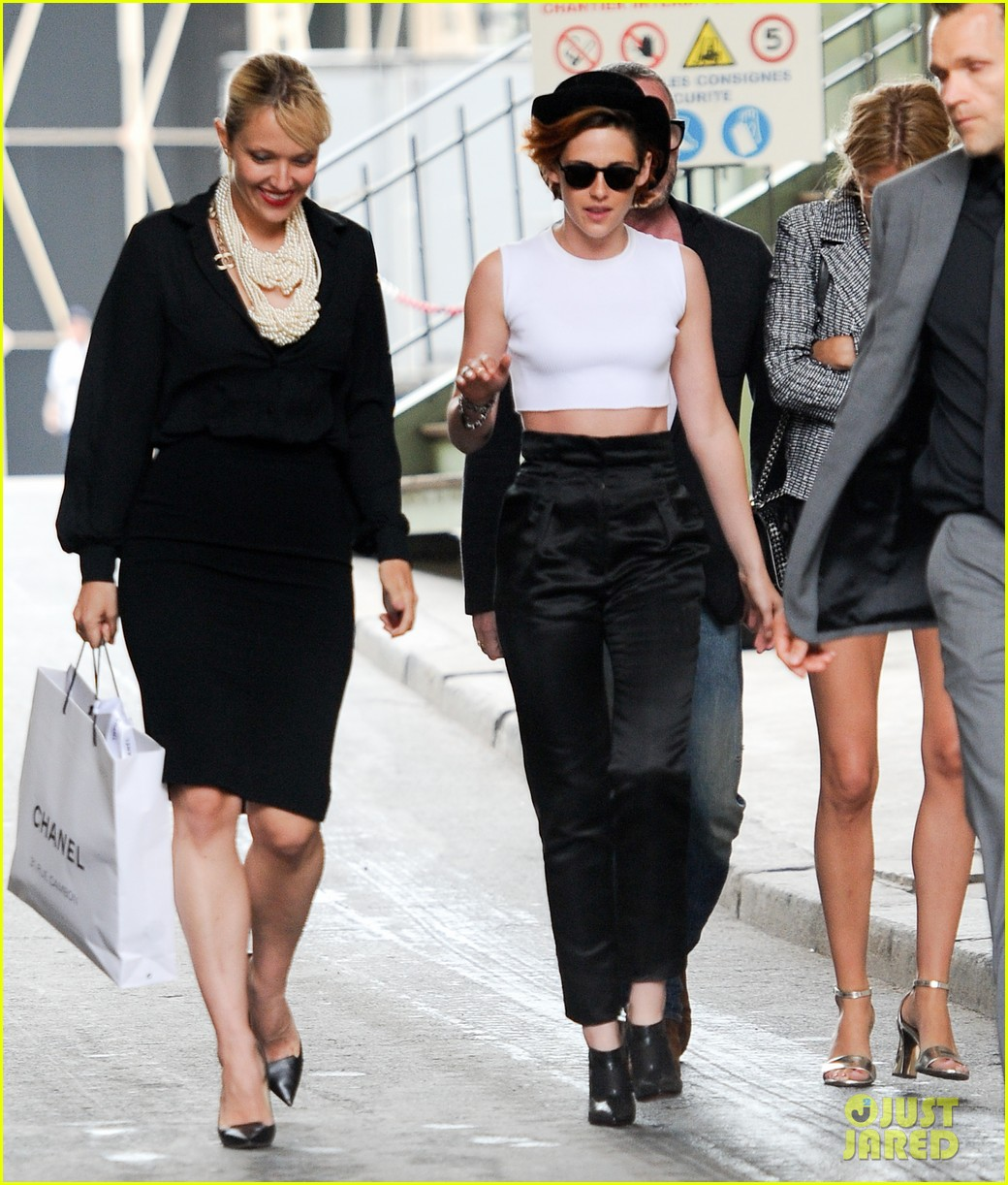 kristen stewart covers up her new short hair with a hat 05