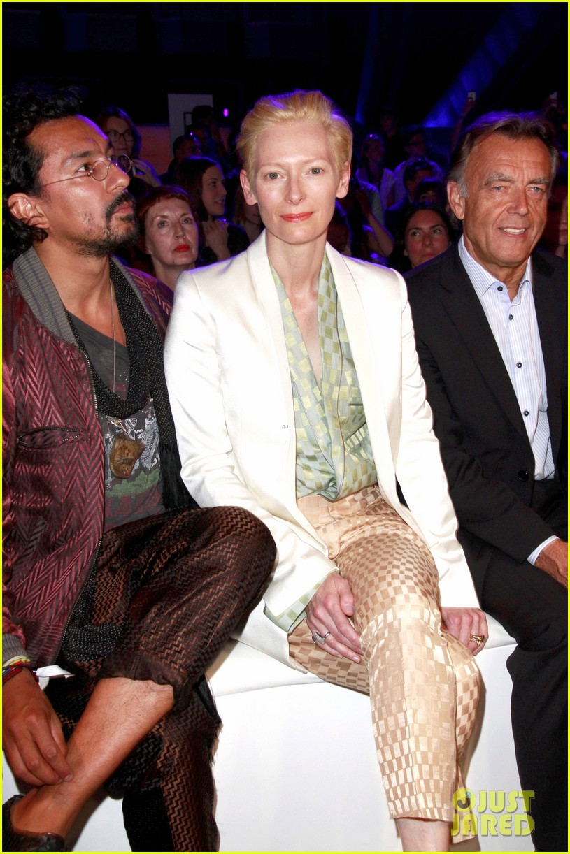 tilda swinton is a sophisticated lady at roshi porkar fashion show 083152941