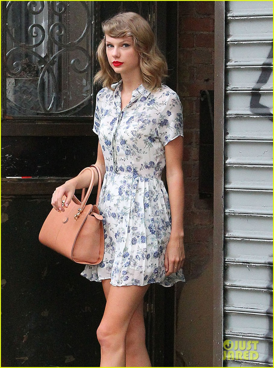 taylor swift does not sing in the giver movie 033152632